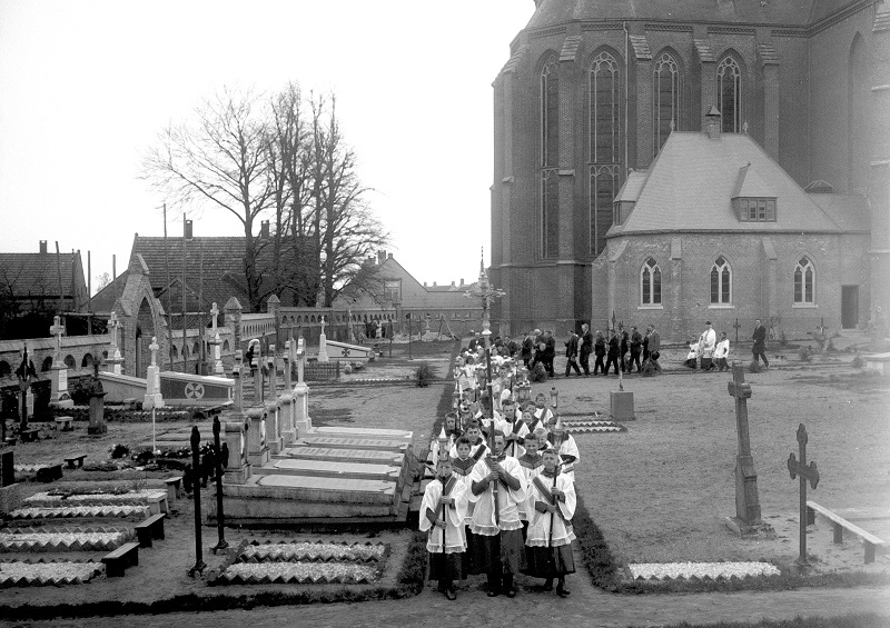 2006 Processie kerkhof