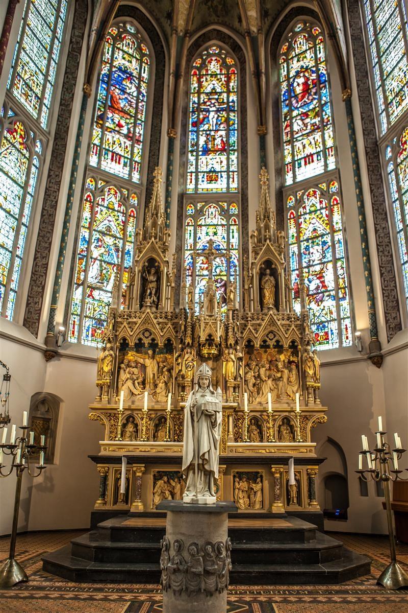 priesterkoor hoogaltaar gewekven