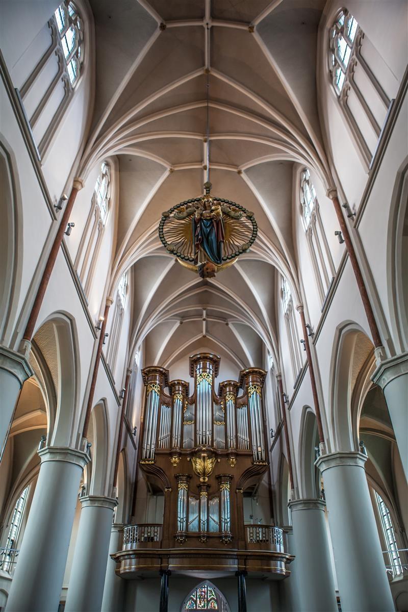 Seizoensbespeling orgel door Marc Schippers.